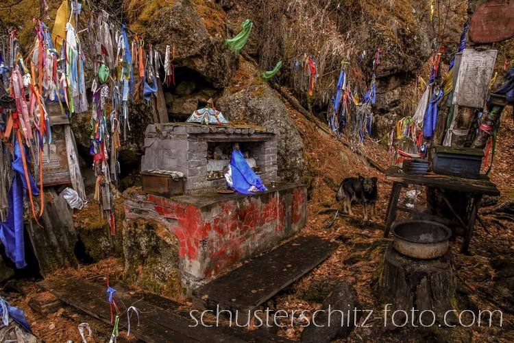 Diese Kultstätte befindet sich an den heiligen Quellen von Chongor-Ulla im Tunka-Tal. In dieser Region ist der Schamanismus besonders eng mit dem Buddhismus verbunden.