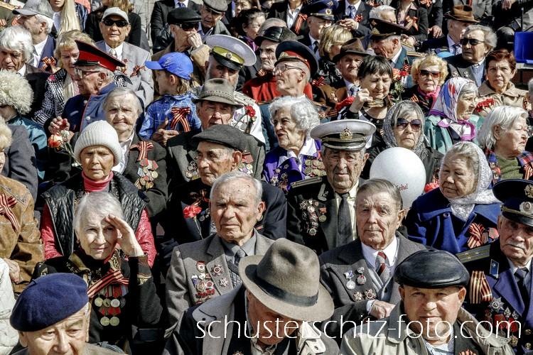 Veteranen des zweiten Weltkriegs bei der Parade am Tag des Sieges am 9. Mai in Irkutsk.