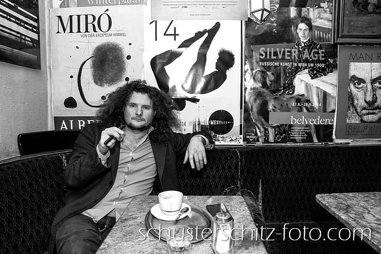 Der Komponist Christian Reimeir im Cafe Kafka in Wien